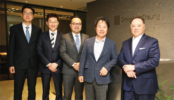 ◇Lawyers of GT's Seoul office are posing with Vice Chair, Edlin. Second from the right is Chang Joo Kim, representative of Seoul office.